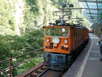 欅平14:38発列車.jpg